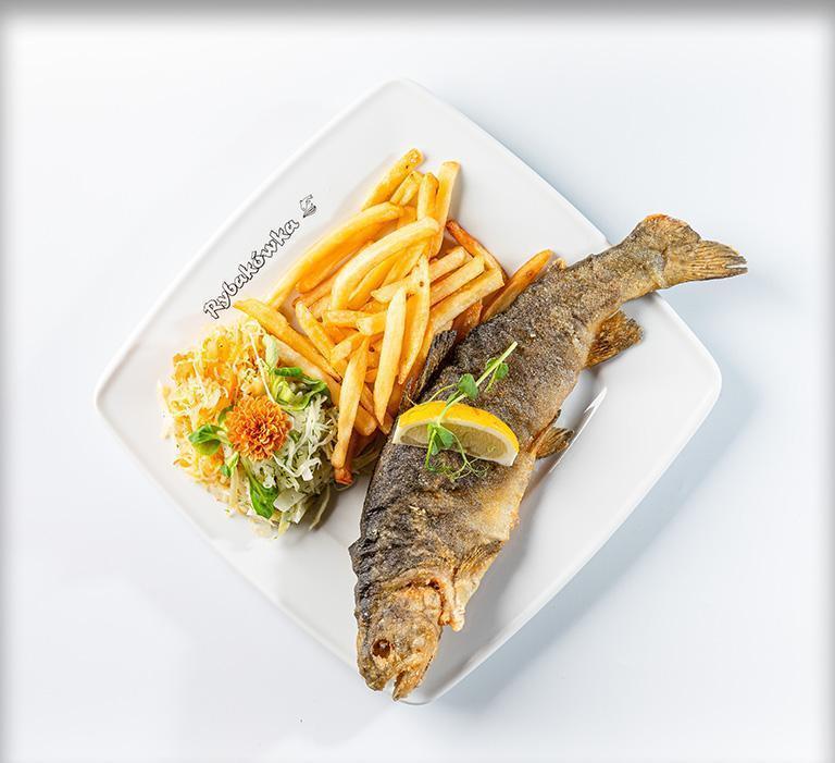 ryba zfrytkami, surówką natalerzu